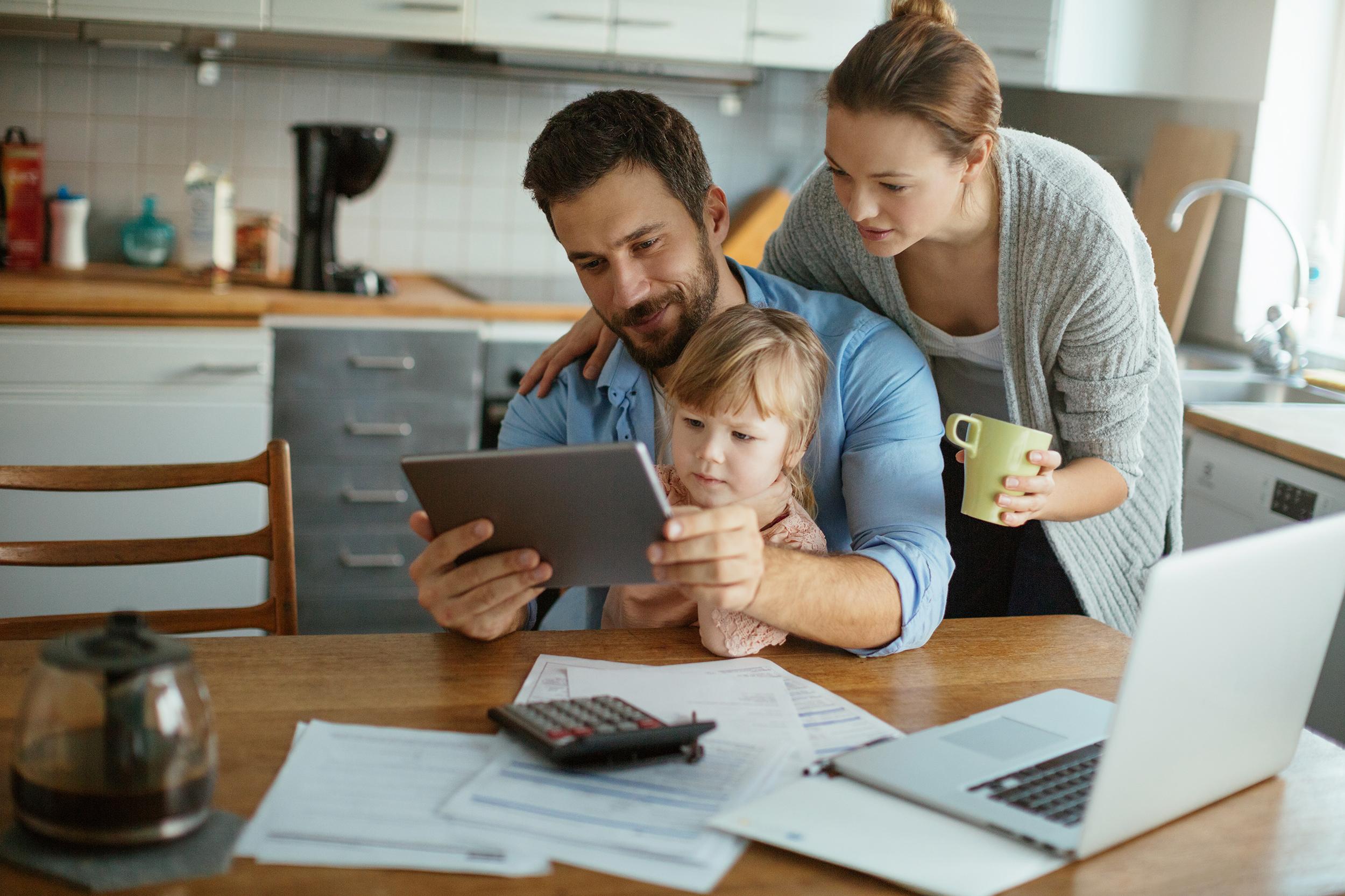 Family kitchen finaces tech 72dpi rgb med
